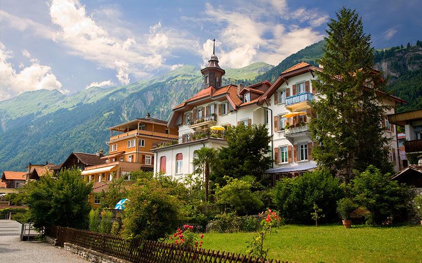 שלושה יעדים לחופשה נהדרת באירופה: יוון, איטליה, שוויץ